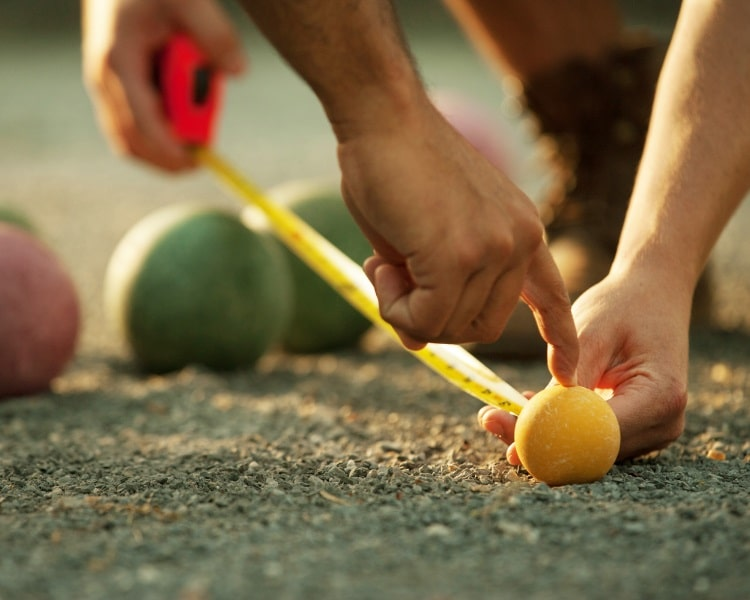 Bocce balls with measuring device