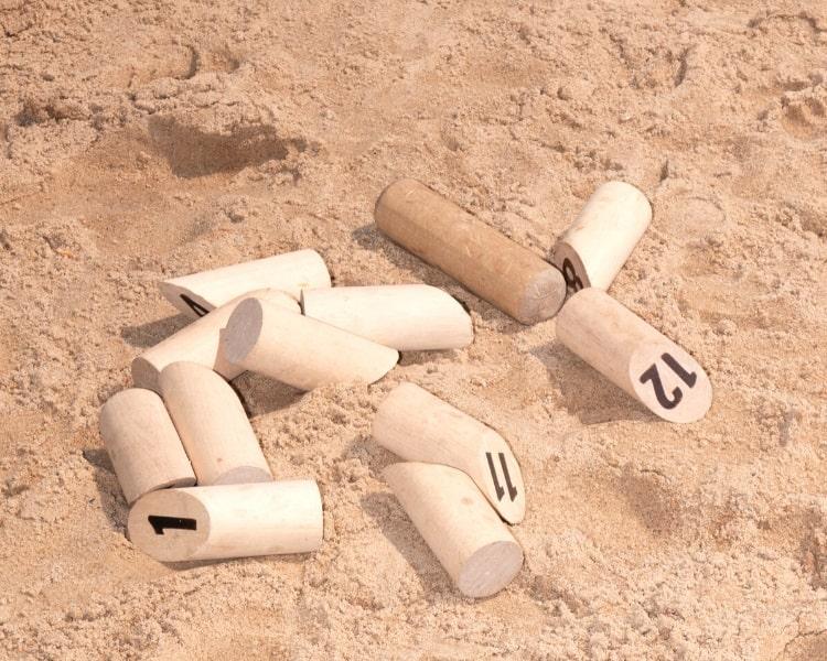 Play Molkky at the beach