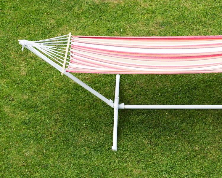 Outdoor standing hammock