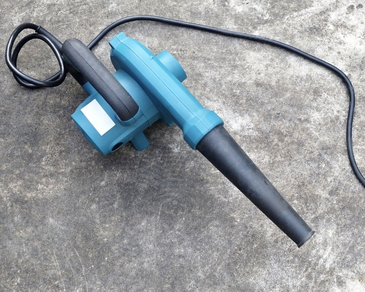 Corded electric leaf blower